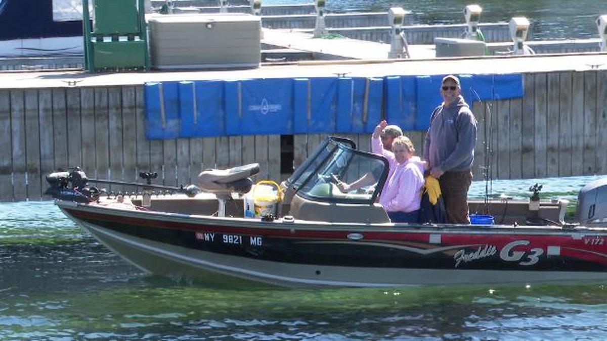 Boaters enjoy warm weather