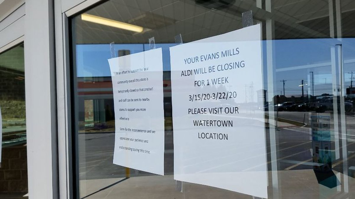 Sign in the window of Aldi store, Evans Mills NY, announcing it is temporarily closed.