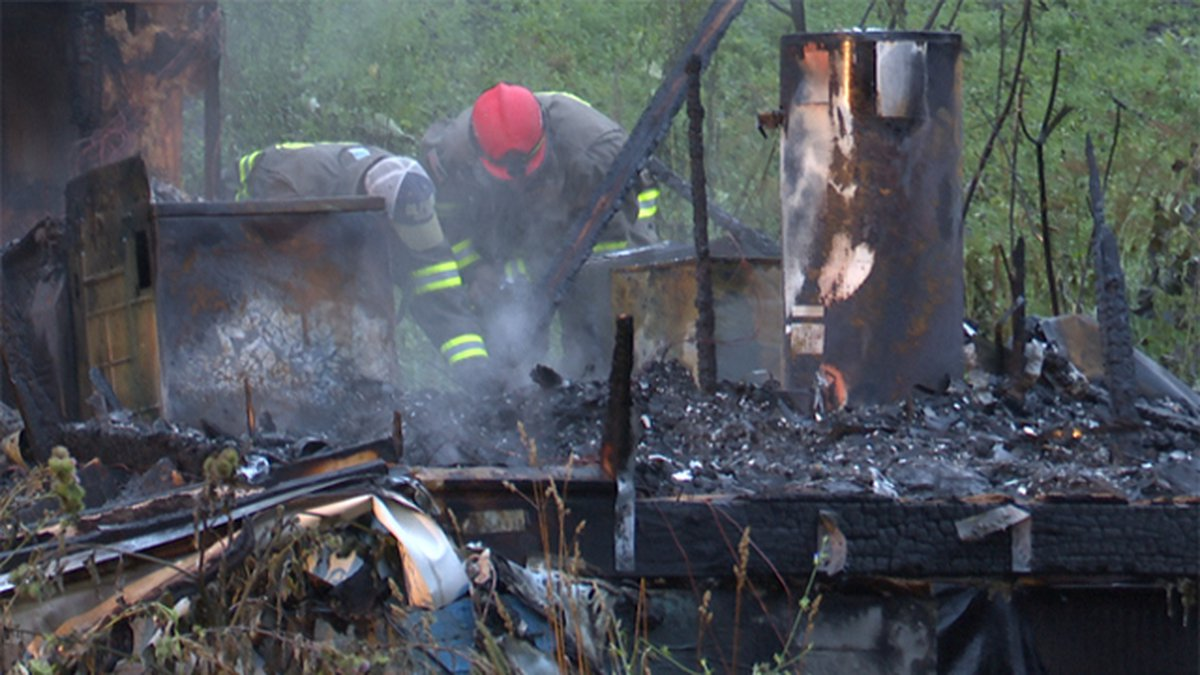 Jefferson County fire officials and sheriff's deputies are investigating an early morning fire...